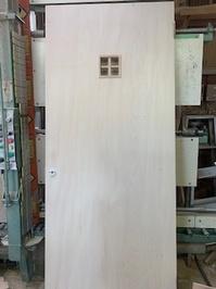 小さな格子ドア.jpg